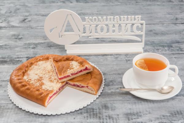 Пирог с вишневым конфитюром